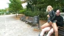 Zboczona Para Uprawia Seks Na ławce W Parku
