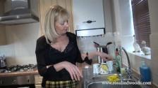 Napalona Milfa Robi Striptiz W Kuchni