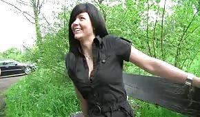 Bruneta Daje Dupala W Parku