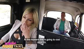 Pani Taksówkarz Ma Ochotę Na Seks W Aucie